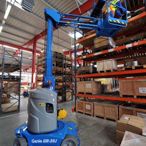 Battery Mast Lift Hire